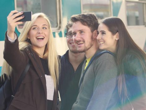 young-people-taking-selfie
